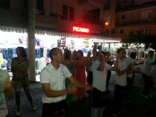 Picasso Restaurant: dancing time