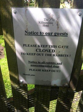 Killiecrankie Hotel : Notice on garden gate.