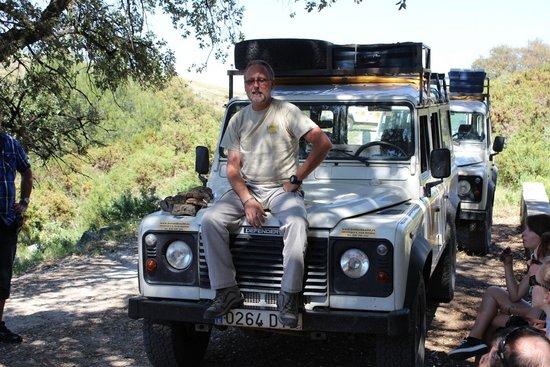 Born To Be Wild Eco-Tours: Rudy en pleine explication sur la végétation et la flore