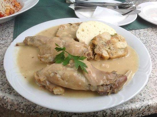 Restaurant Konvice: Кроличьи ножки в сметанном соусе. Необычный вкус.