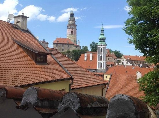 Restaurant Konvice: Вид с террасы ресторана на замок.