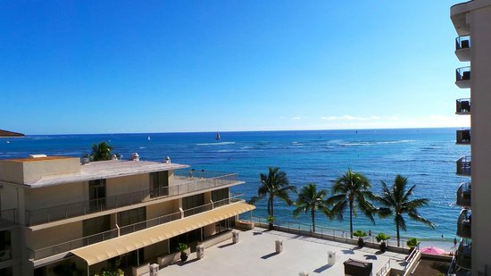 Outrigger Reef Waikiki Beach Resort: From out room the view of the ocean
