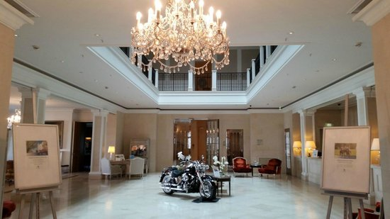 Grand Hotel Heiligendamm: Hotel lobby in the main building