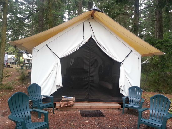 Lakedale Resort at Three Lakes: Outside of the tent. You can either tether the outside flaps up to let light in or zip it.