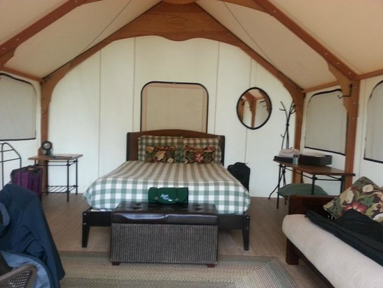Lakedale Resort at Three Lakes: Inside of the tent. Plenty of room! Comfy bed too!