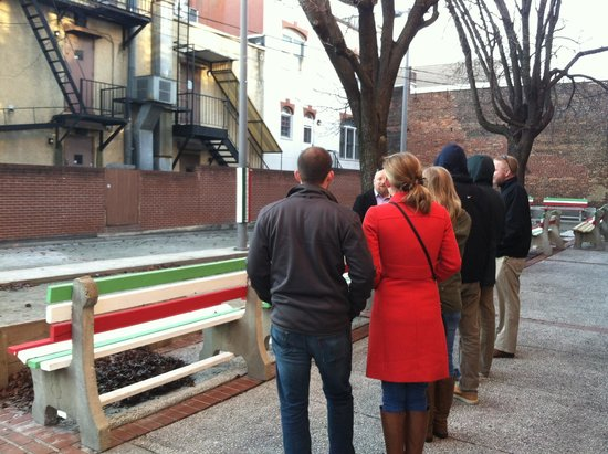 Charm City Food Tours : Bocci court, Little Italy