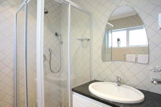 Constantia Cottages : Cottage Chardonnay - Bathroom / Shower Cubicle