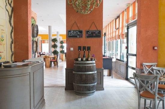 Kyriad Avignon - Courtine Gare : entrée restaurant