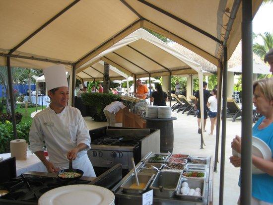 Marival Residences Luxury Resort: Sunday Brunch outside Ommagio