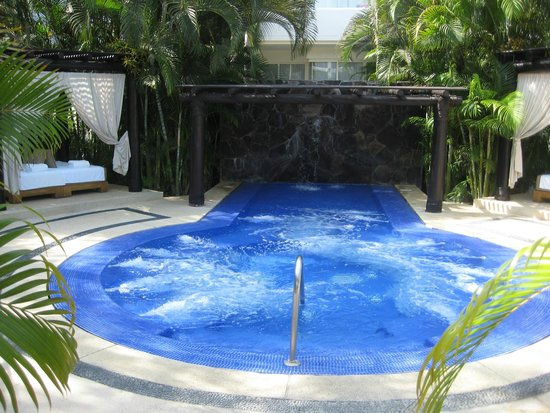 Marival Residences Luxury Resort: Hot tub area at Marival Residences
