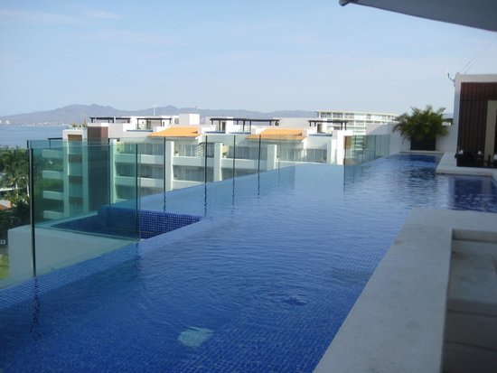 Marival Residences Luxury Resort: View from Insu (can use the pool during the day)
