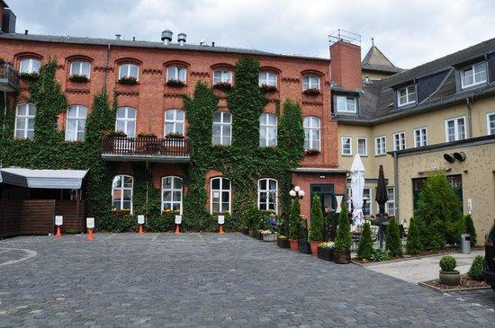 Altwernigeroeder Apparthotel: Ansicht vom Parkplatz aus