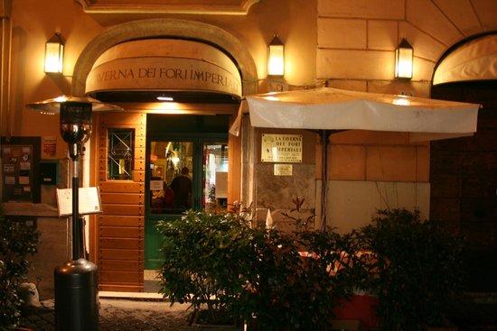 La Taverna dei Fori Imperiali : Schon der Eingang lädt zum Eintreten ein