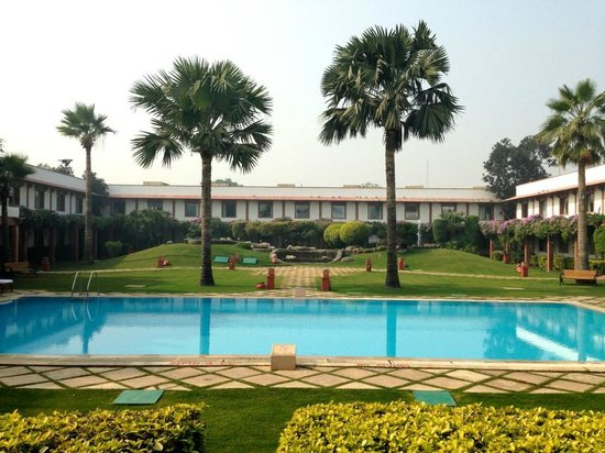 Trident, Agra: View of the pool from the Lobby