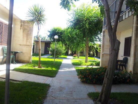 Magna Grecia Hotel Village: Giardini interni