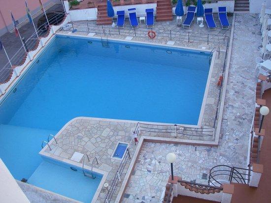 Hotel Ariston Montecarlo : piscina dellhotel