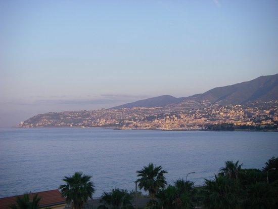 Hotel Ariston Montecarlo : panorama dalla camera prima sera