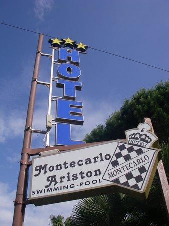 Hotel Ariston Montecarlo: insegna hotel