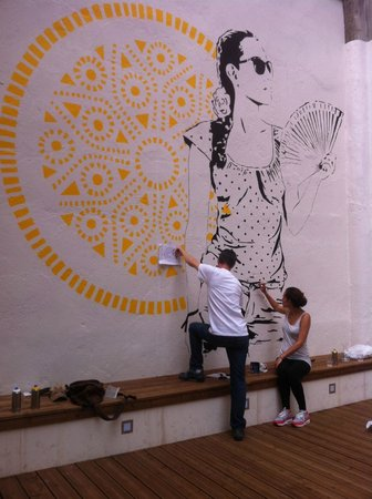 SLO Living Hostel : Creation of a new Artwork on the wall
