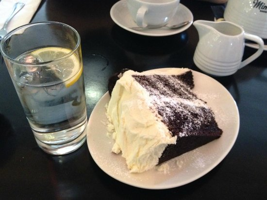 Mimi's Bakehouse: Chocolate Oreo Cake. Look at the size of this!