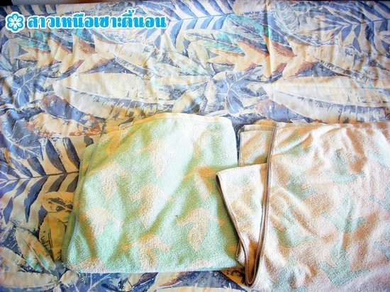 Anyavee Railay Resort: ผ้าปูที่นอน-ผ้าขนหนูลายเก่าโครต