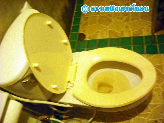 Anyavee Railay Resort : ส้วมมีคราบน้ำกร่อย