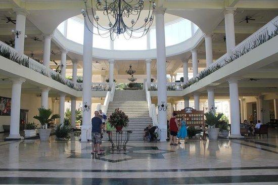 Grand Palladium Lady Hamilton Resort & Spa : Mail lobby