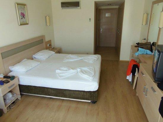 Schlafzimmer mit Klimaanlage und kleinem Flur - Bild von Side Breeze ...