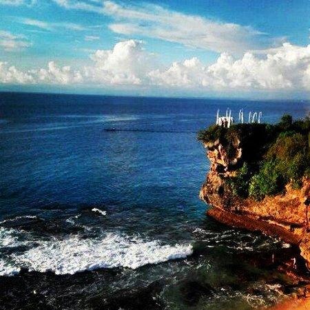 Balangan Beach: Wedding ceremony on the cliff. Epic!