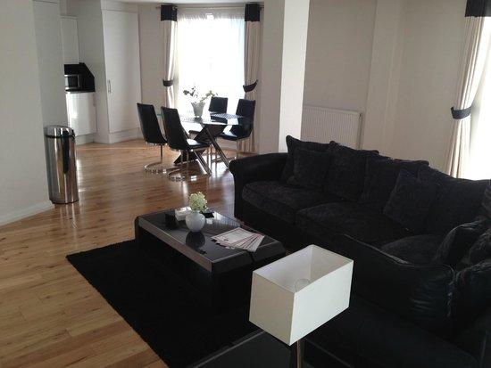 Chelsea Bridge Apartments: Dining Area