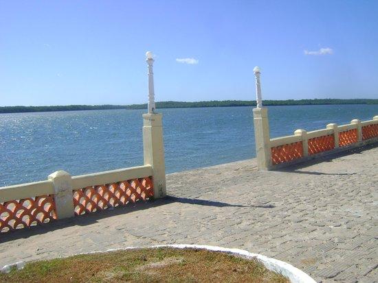 Ilha do Amor Hotel : Vista em frente ao hotel