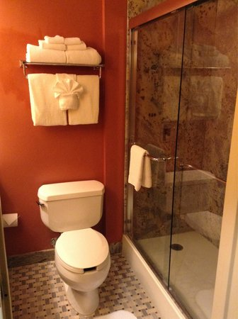 Woodcliff Hotel and Spa : Nice bathroom