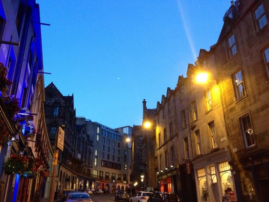Edinburgh Old Town: Cockburn Street
