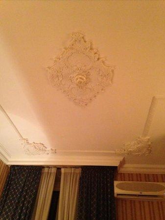 Genio Hotel : room ceiling details