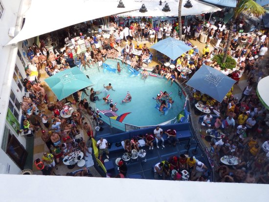Clevelander South Beach Hotel: Busy