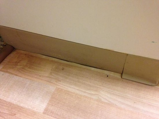 Extended Stay America - Raleigh - Cary - Regency Parkway North : Dirty floors