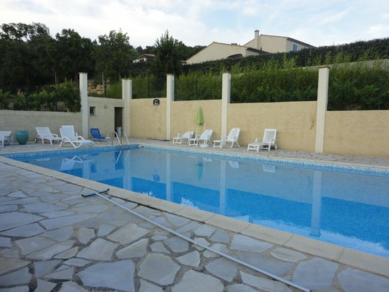 Les Oliviers: La piscine
