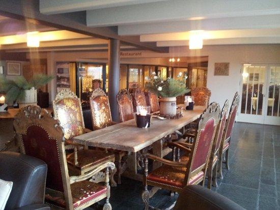 Radisson Blu Resort, Beitostolen: Nydelig spisebord i det store resepsjonsomradet.