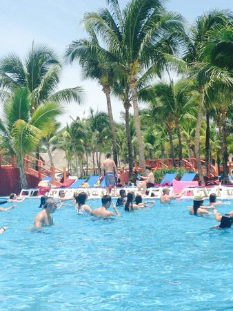 Barcelo Maya Colonial: Fun and exciting activities poolside