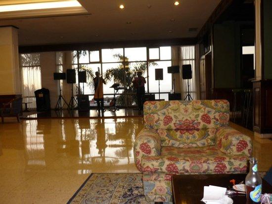 Hotel El Tope: Бар в отеле с живой музыкой.