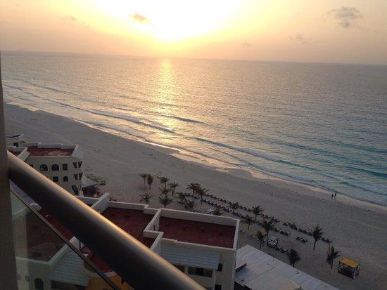 Beach Palace: Beautiful beach. Perfect vacation so far