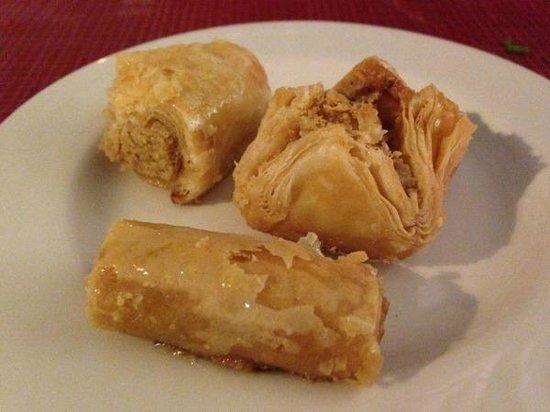 Mezze Palace Lebanese Restaurant: Free baklava