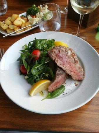Sciacca Grill Saint Julians: Tuna steak