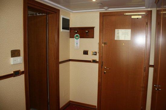 Golden Ring Hotel: Standar room 1819