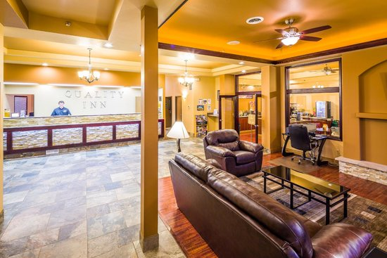 Quality Inn Gunnison: Spacious Lobby