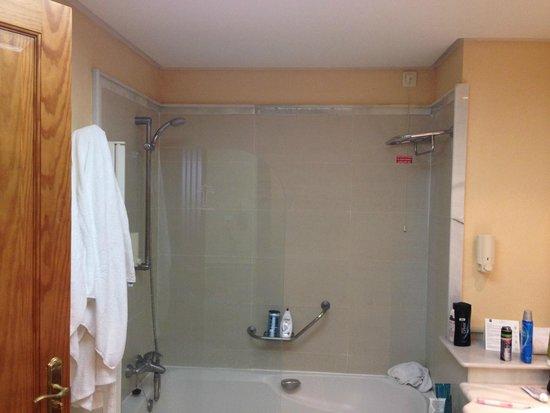 Costa Adeje Gran Hotel: Shower area