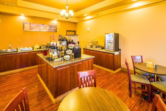 Quality Inn Gunnison: Breakfast Area