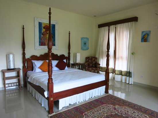 By Dorry Bed & Breakfast: Large, comfortable and very clean room