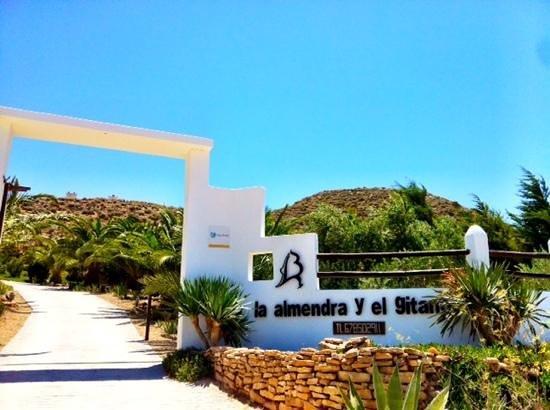 La Almendra y El Gitano: Entrada