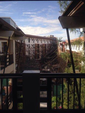"""La Carmela de Boracay: Attention à l'appellation """"Panorama Wing"""". Voilà notre vue depuis la chambre 403 (photo prise le"""